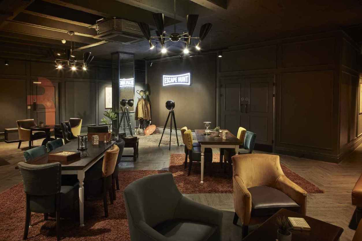 tables-in-dark-room-at-escape-hunt-things-to-do-in-birmingham-at-night