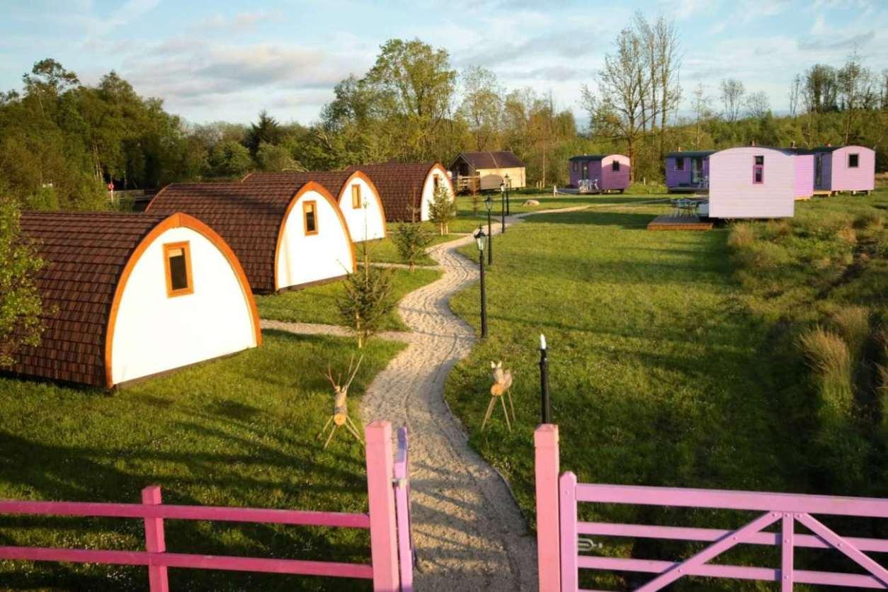 battlebridge-glamping-pods-and-shepherds-huts-in-field-glamping-leitrim