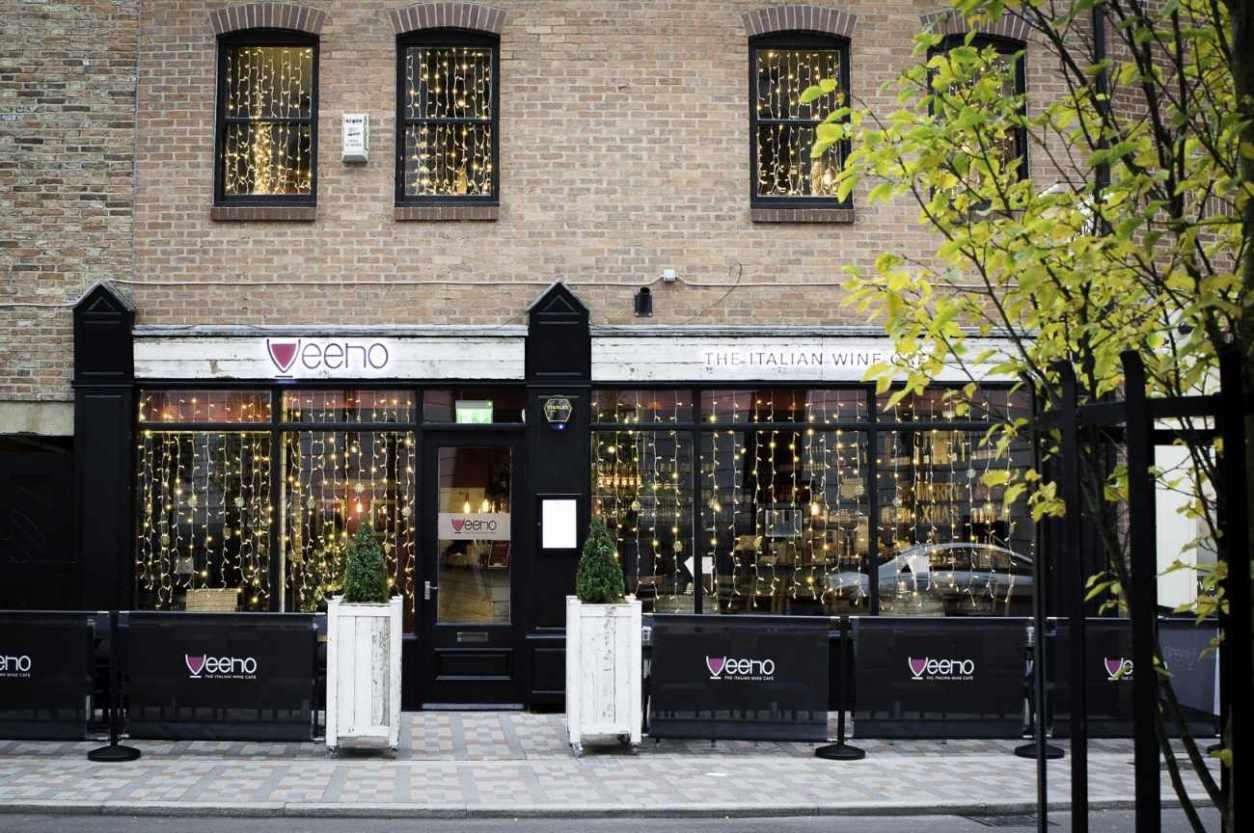 exterior-of-veeno-italian-wine-bar-with-fairy-lights