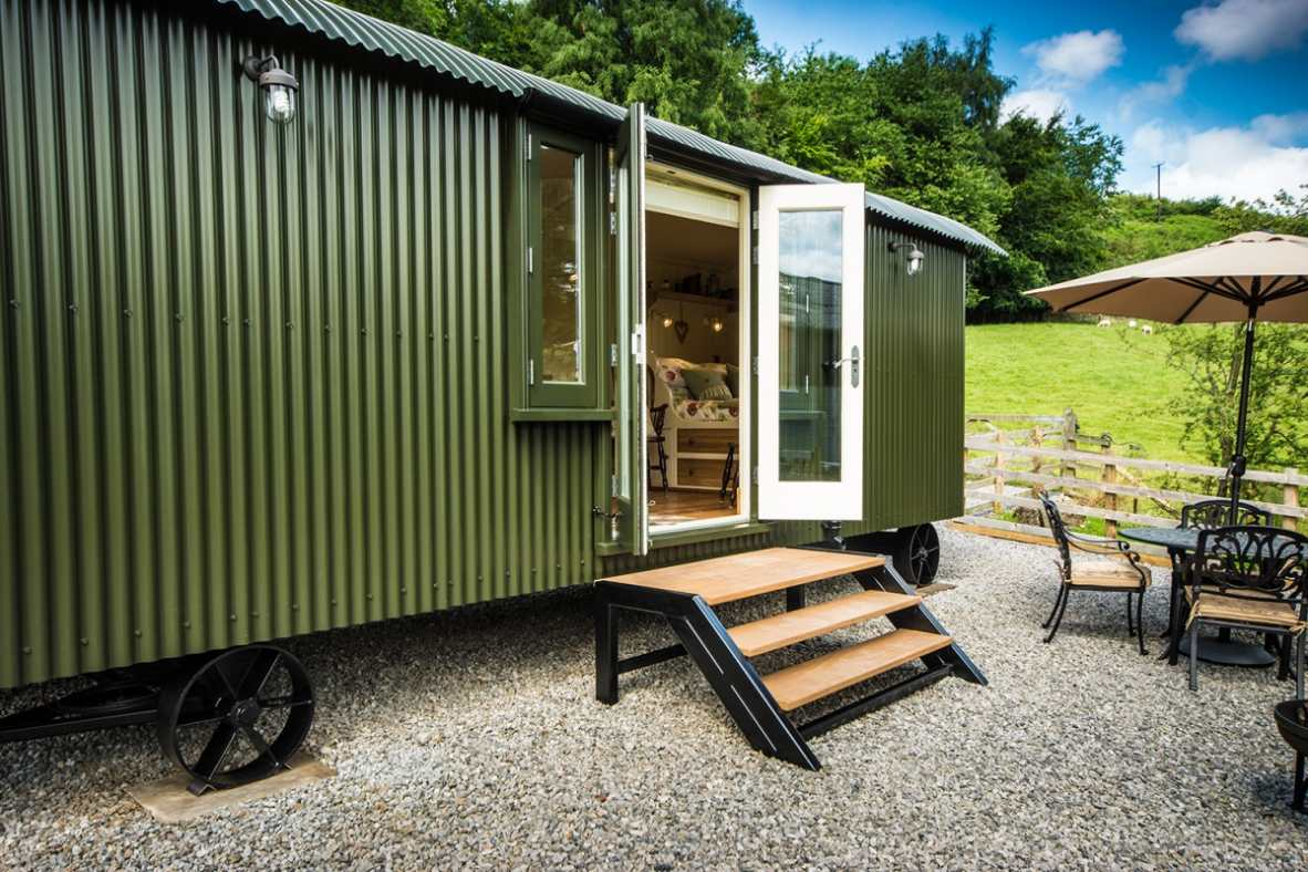 green-haddys-hut-with-outdoor-seating-glamping-derbyshire