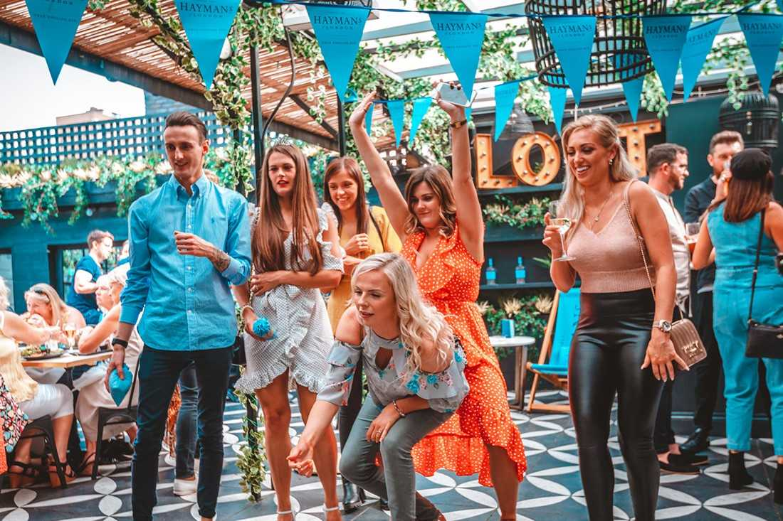 group-of-friends-playing-games-outside-at-lost-society-bar-bottomless-brunch-clapham