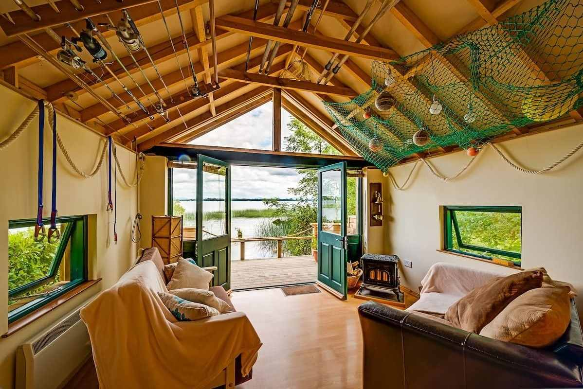 interior-of-pops-dream-cabin-with-lake-views