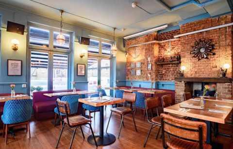 interior-of-the-clapham-north-bar