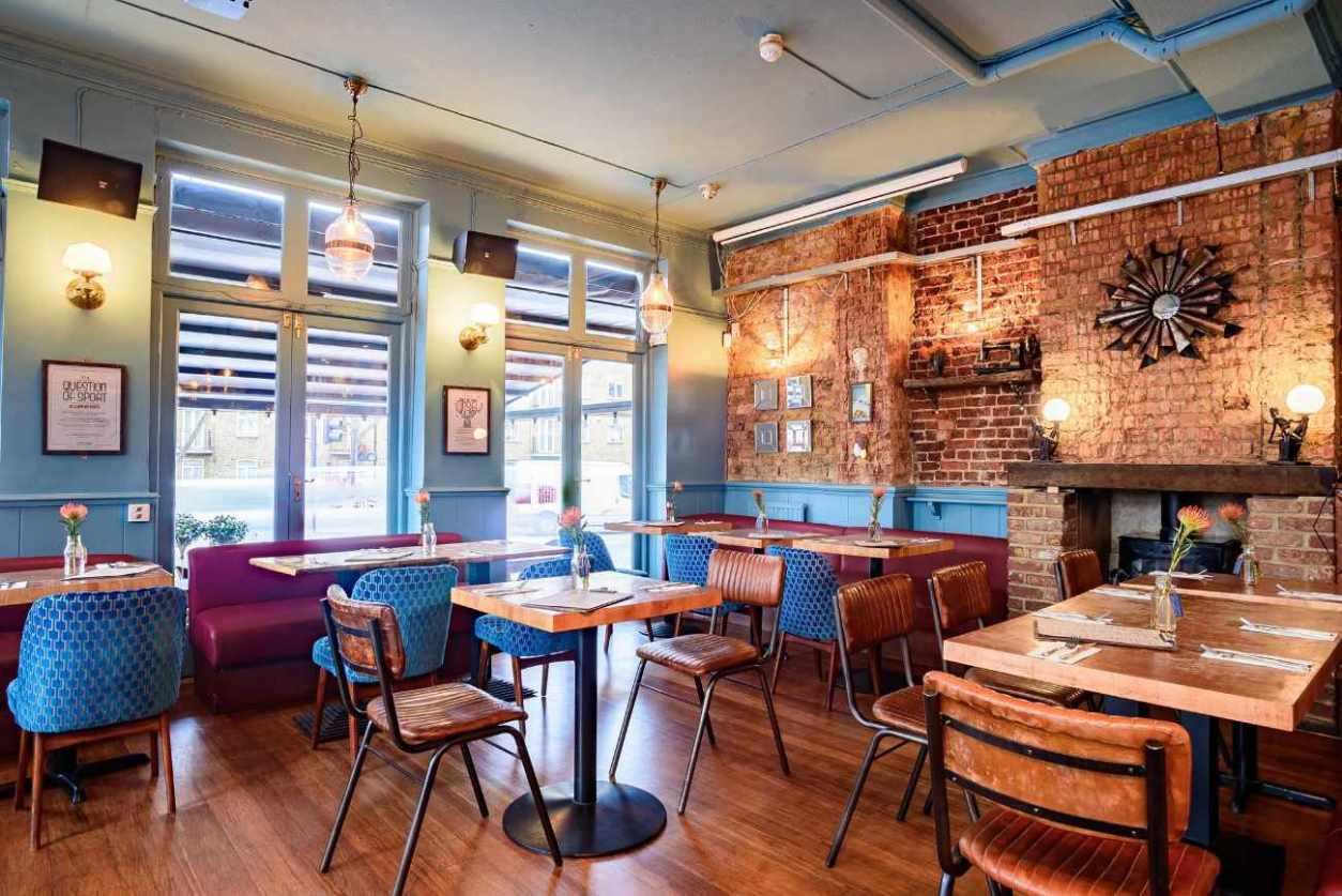 interior-of-the-clapham-north-bar-bottomless-brunch-clapham