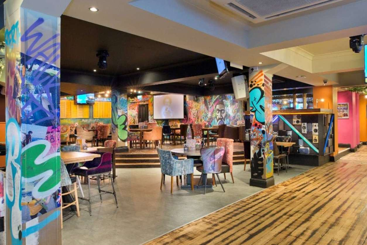 interior-of-walkabout-bar-with-restaurant-seating