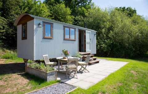 little-idyll-shepherds-hut-with-outdoor-seating-glamping-cheshire