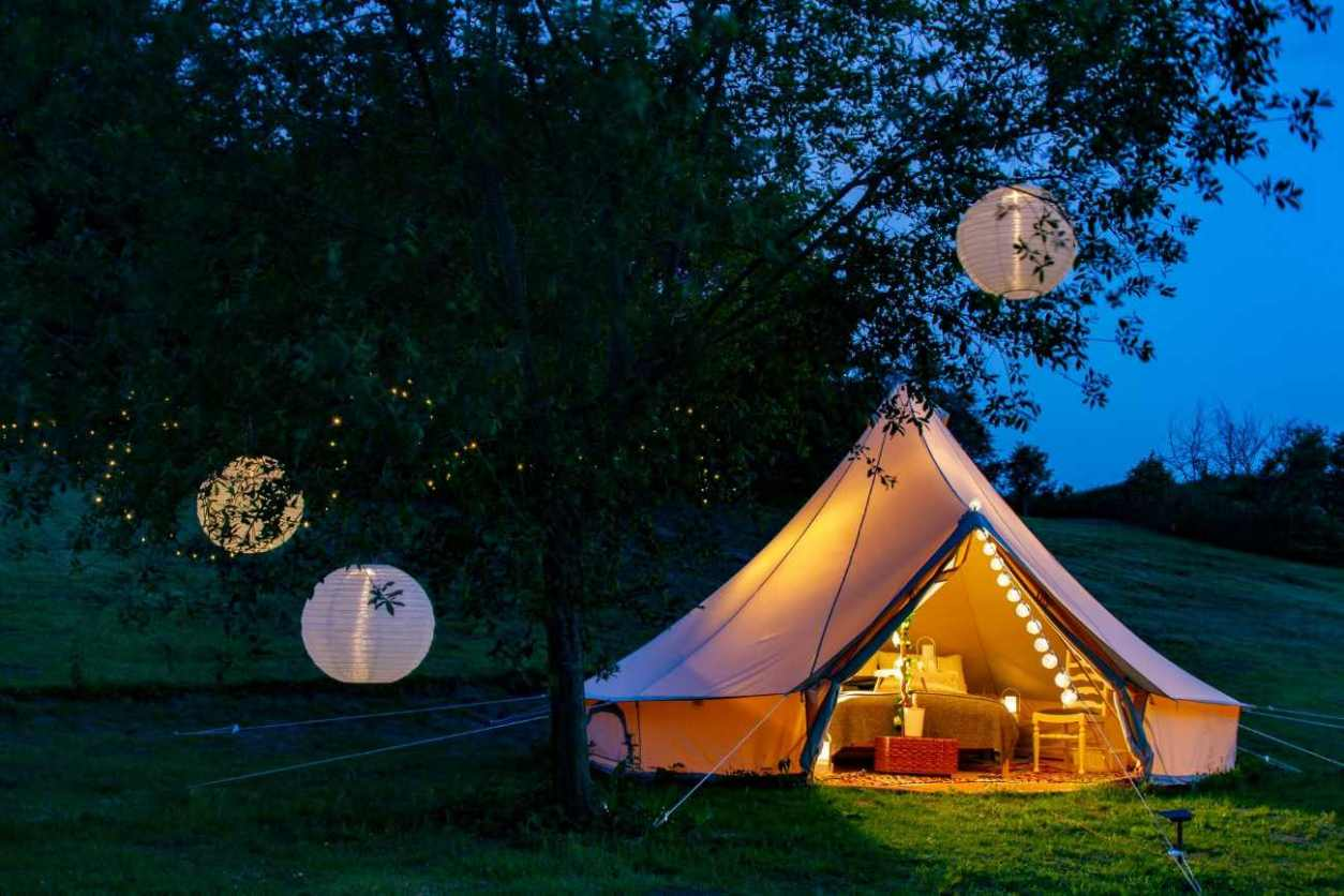 lloyds-meadow-glamping-bell-tent-lit-up-at-night-glamping-cheshire