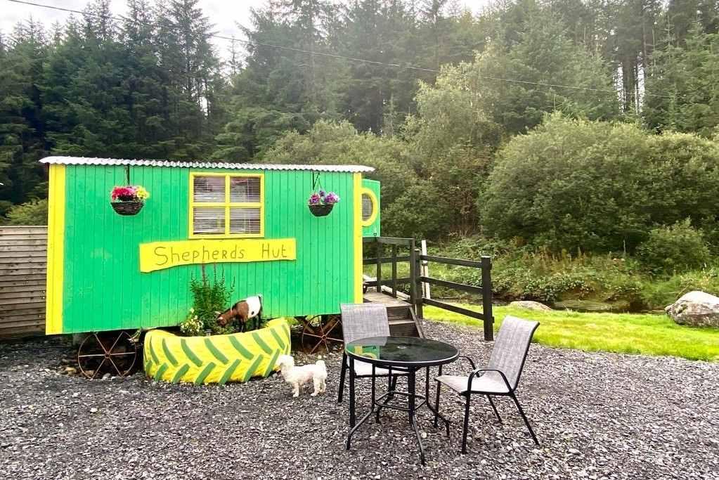 ox-mountain-adventure-camp-green-and-yellow-shepherds-hut