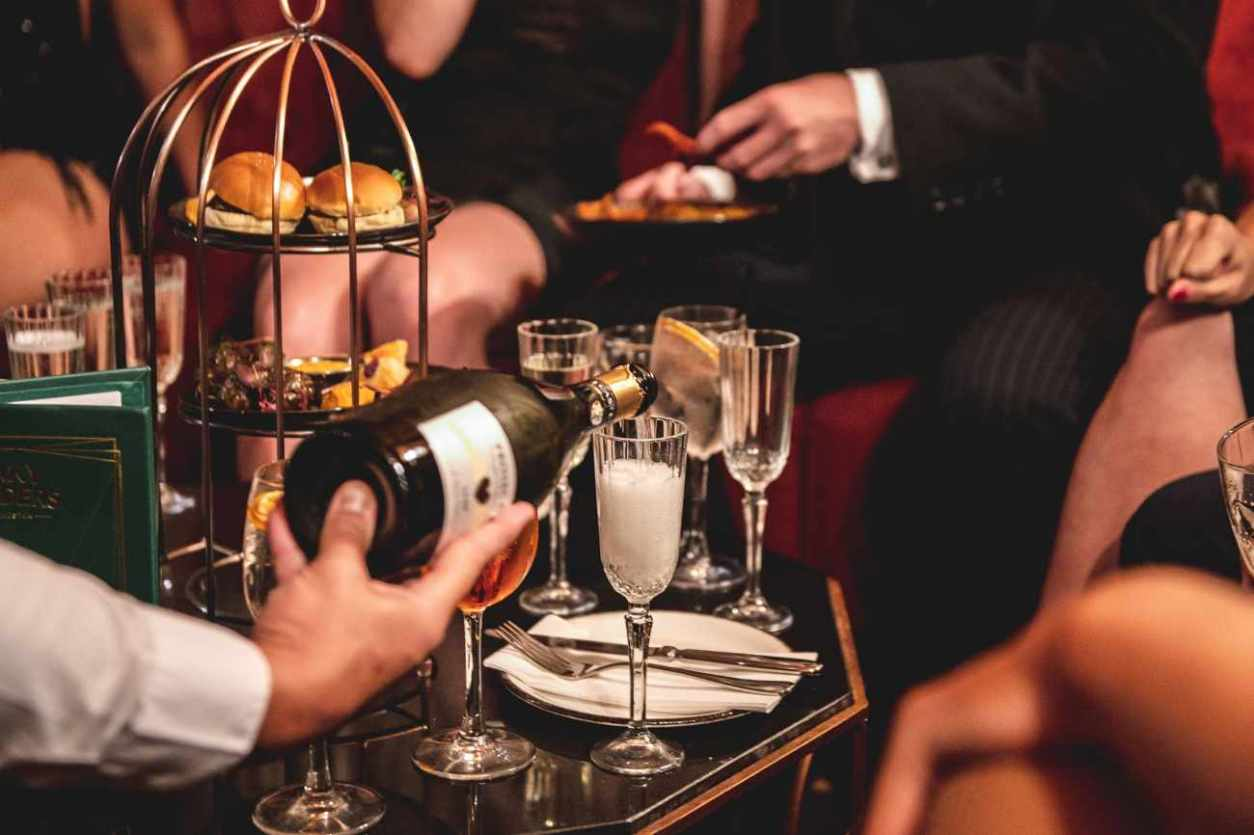 people-drinking-prosecco-at-peaky-blinders-bottomless-brunch