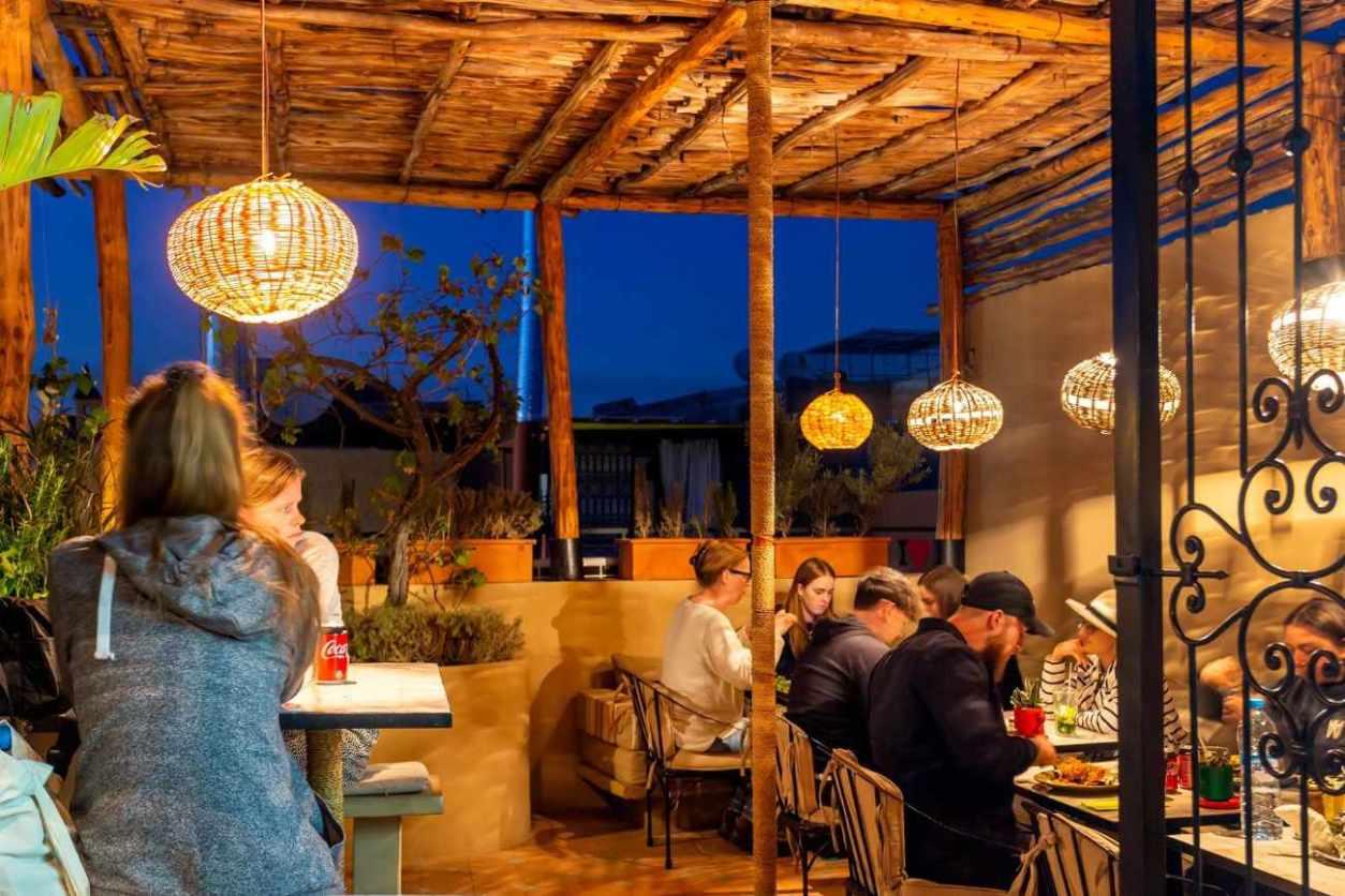 people-eating-at-naranj-restaurant-at-night-marrakech-itinerary