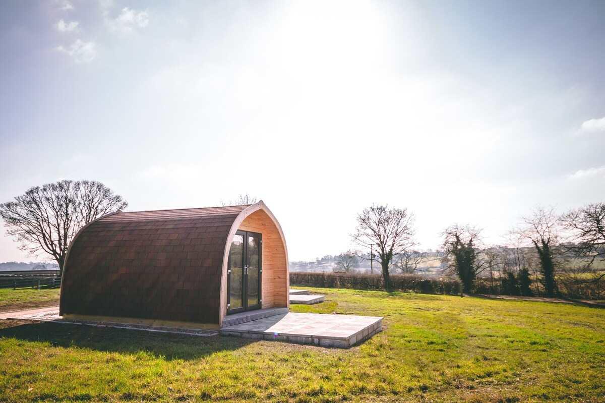 stretton-hall-farm-pod-in-field-on-sunny-day-glamping-derbyshire