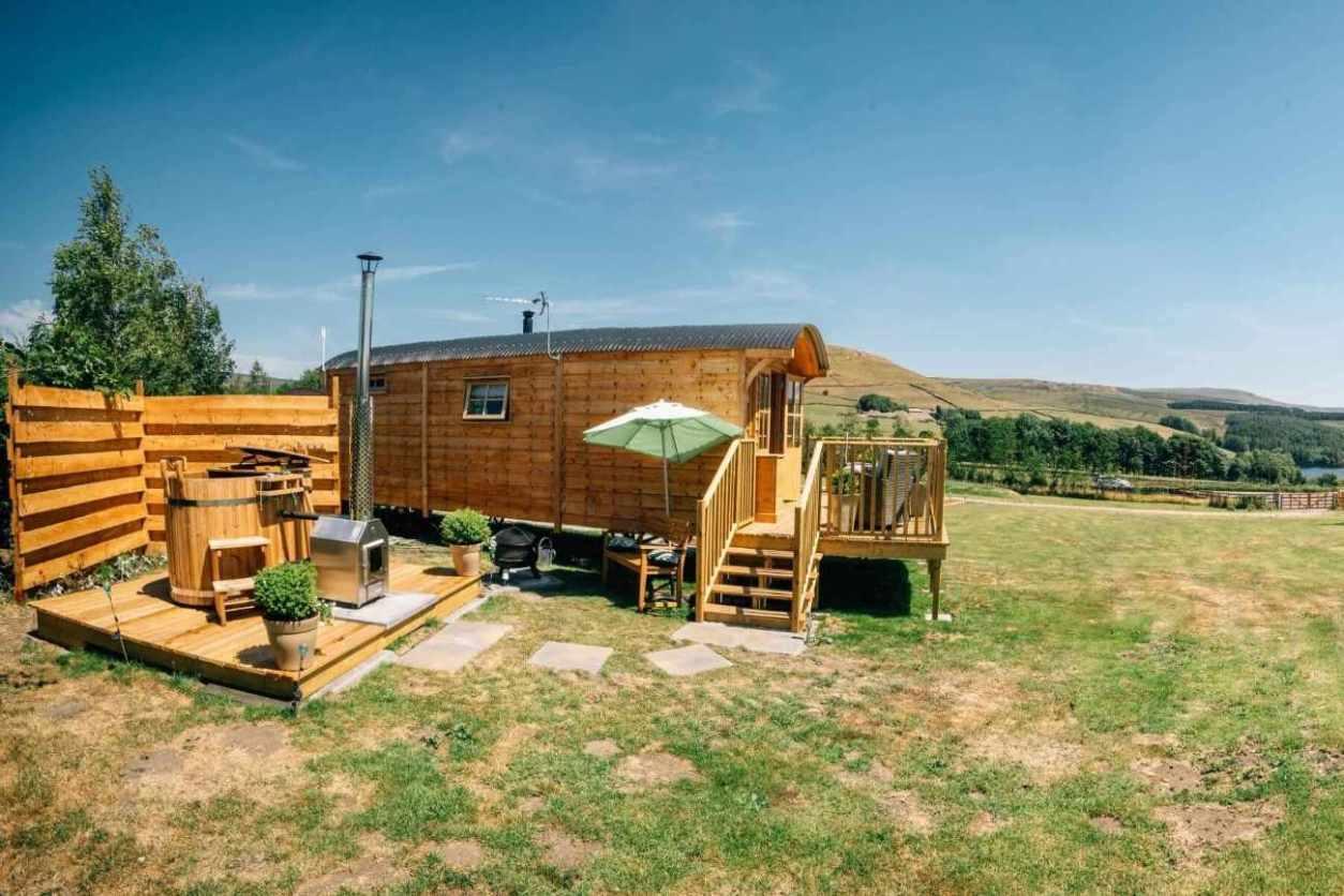 willow-hut-at-peak-view-shepherds-huts-glamping-derbyshire