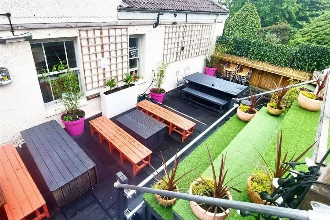 barrelhouse-roof-terrace-with-picnic-tables