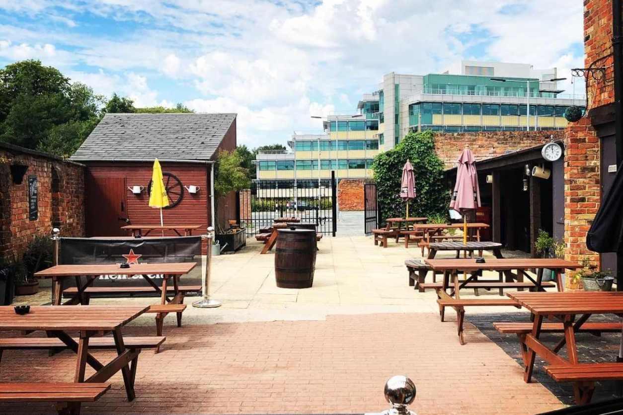 beer-garden-at-the-bayshill-inn