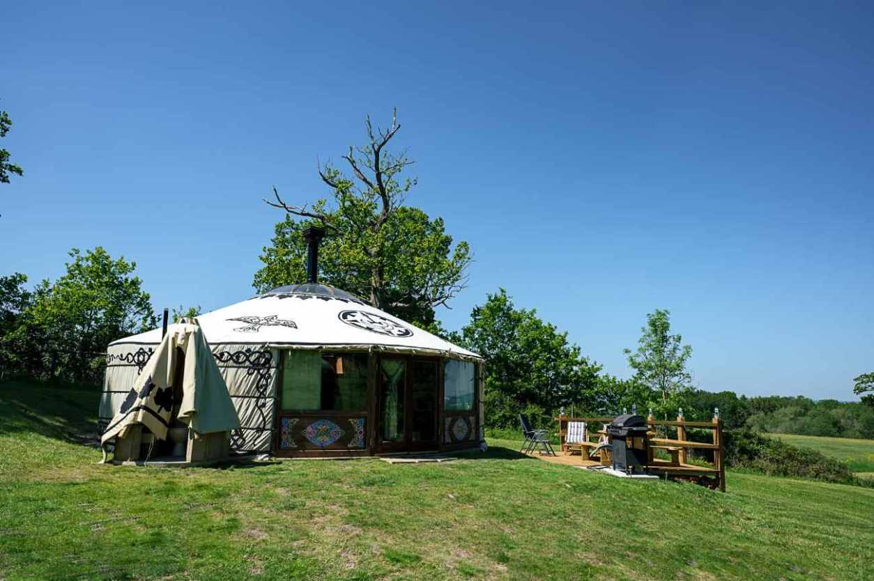 brenchley-glamping-yurt-at-top-of-field