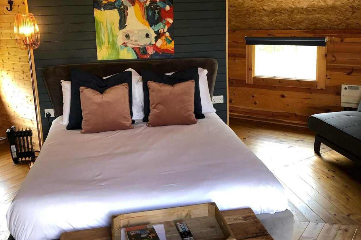 double-bed-inside-roundhouse-at-wixoldbury-farm-glamping