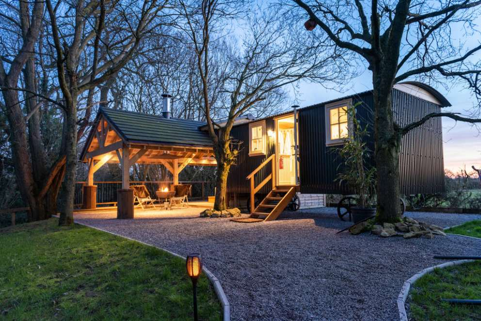 eden-the-shepherd-s-hut-at-the-wright-retreat-in-the-evening-glamping-gloucestershire