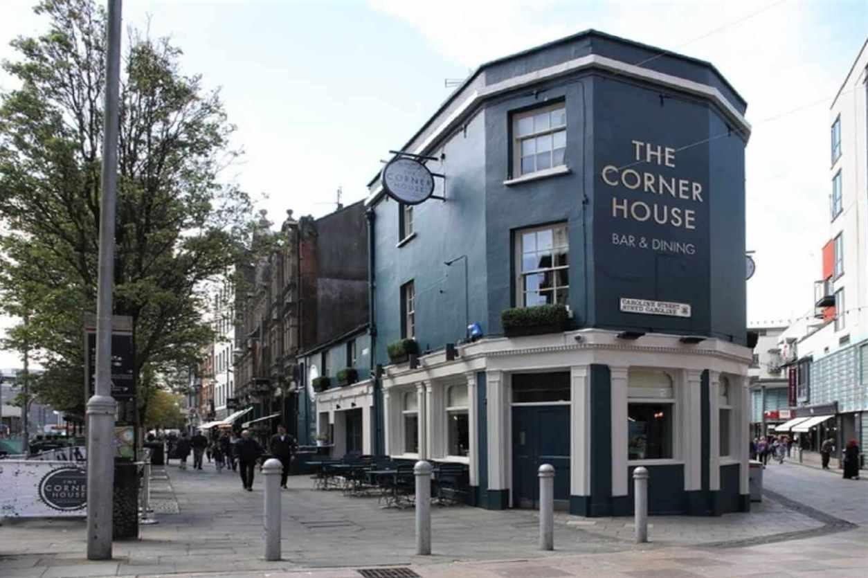 exterior-of-the-corner-house-restaurant