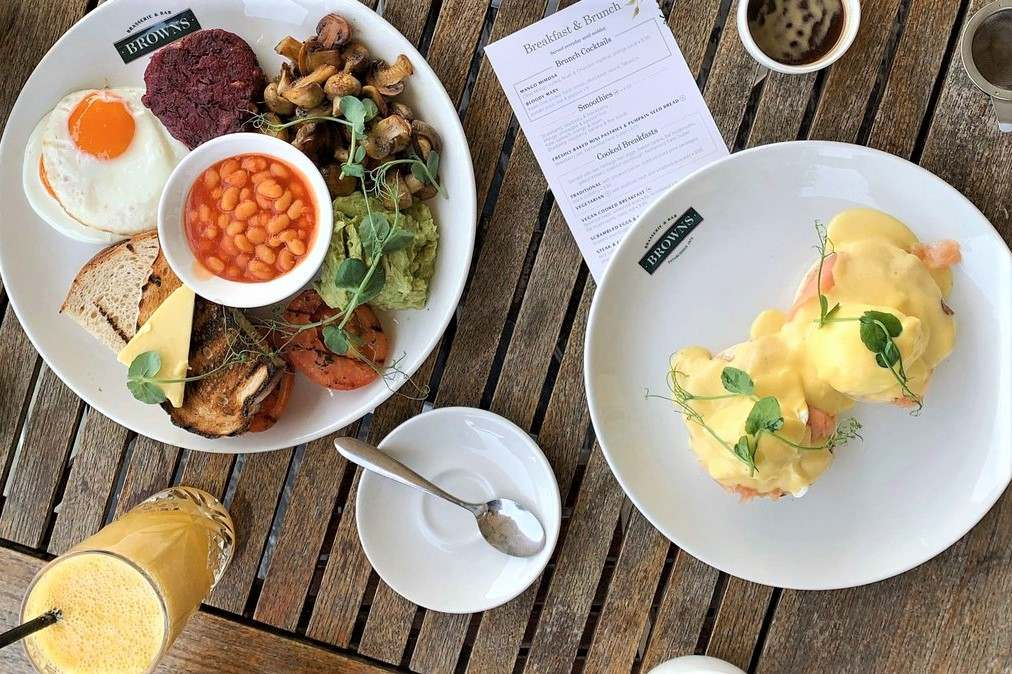 full-english-breakfast-and-eggs-benedict-at-browns