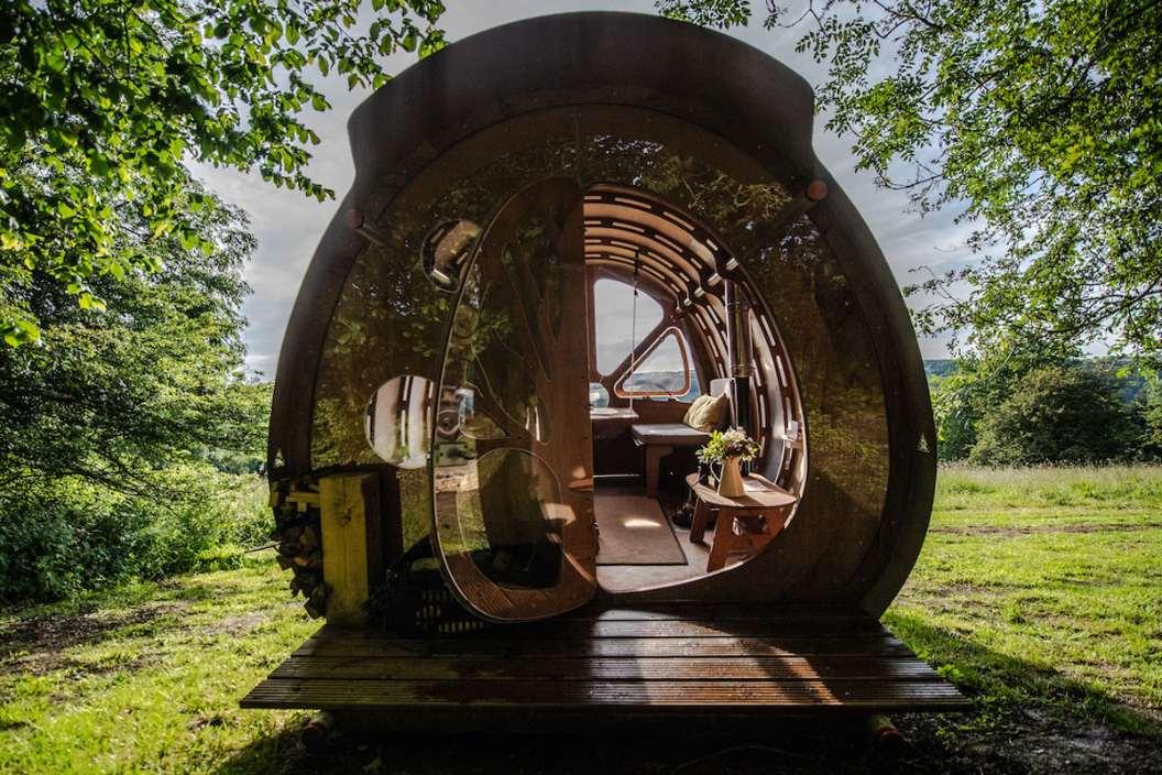 fuselage-cabin-in-field-at-lypiatt-hill-lodgings