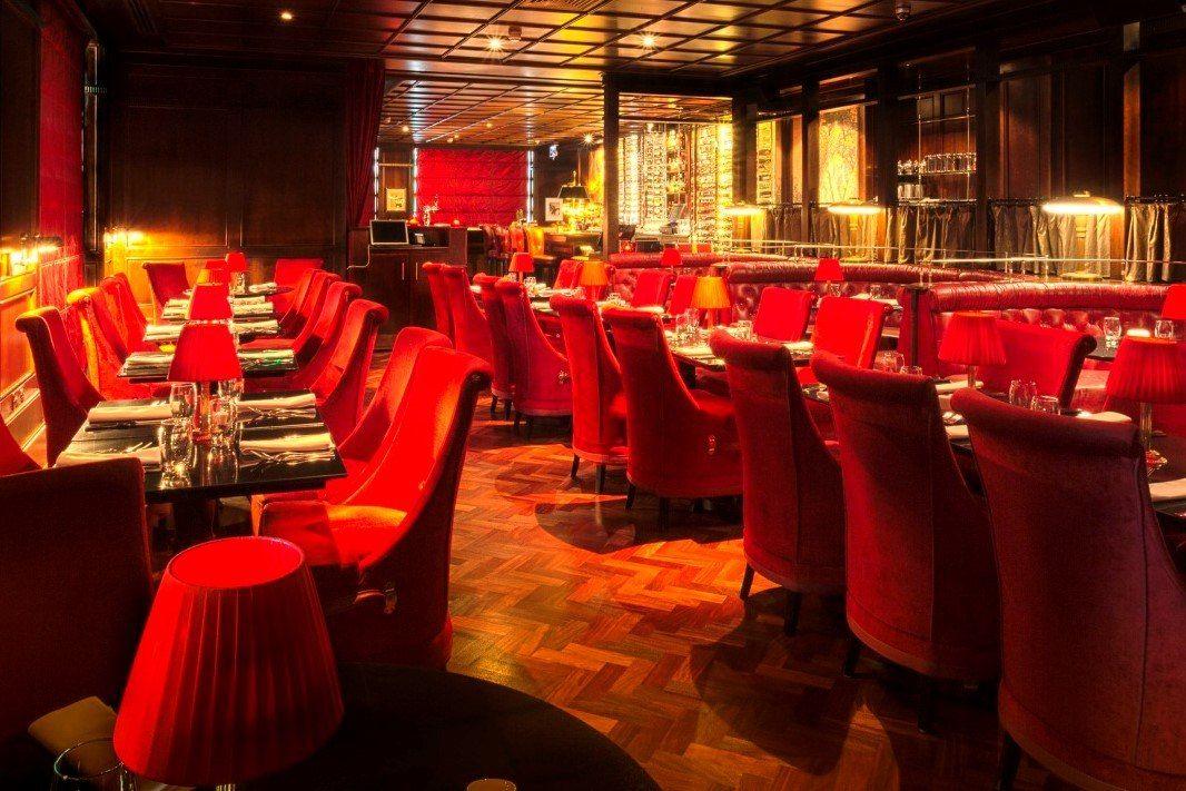 interior-of-berts-jazz-bar-at-the-merchant-hotel