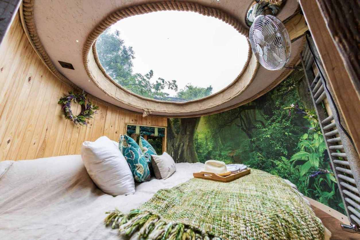 round-bed-inside-the-enchanted-faraway-tree-cabin