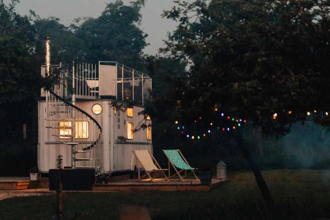warwick-knight-caravan-at-the-glamping-orchard-at-night-glamping-gloucestershire