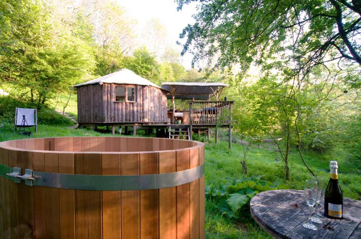 westley-farm-gold-rush-cabin-with-hot-tub-glamping-gloucestershire