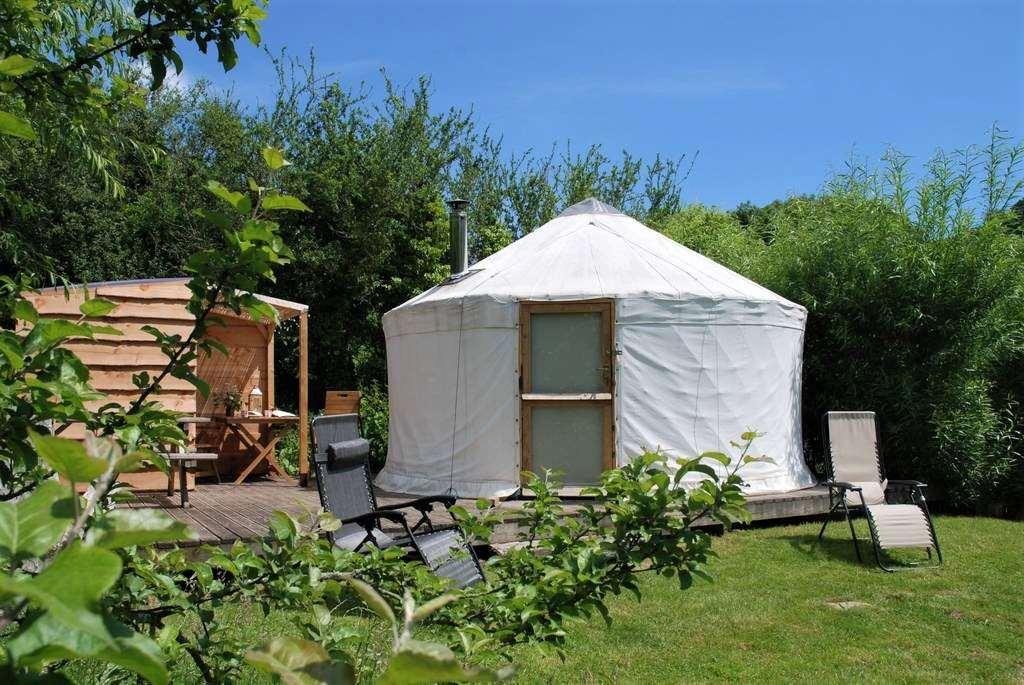 white-the-cider-orchard-yurt-at-ragmans-lane-farm