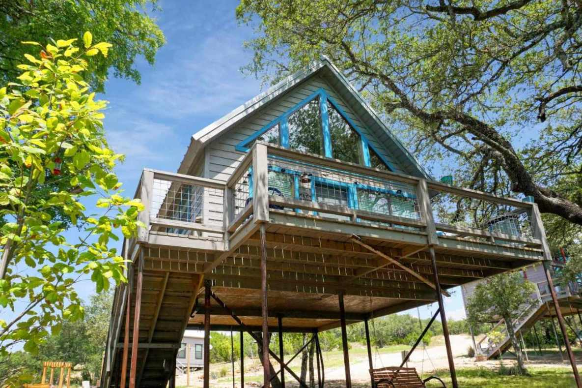 exterior-of-arbor-house-of-dripping-springs