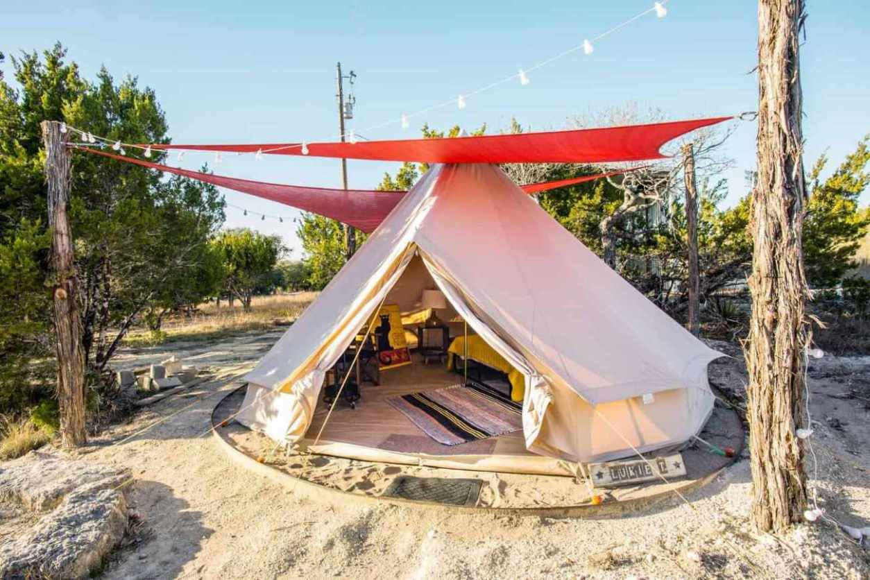 exterior-of-comanche-glamping-tent-glamping-texas