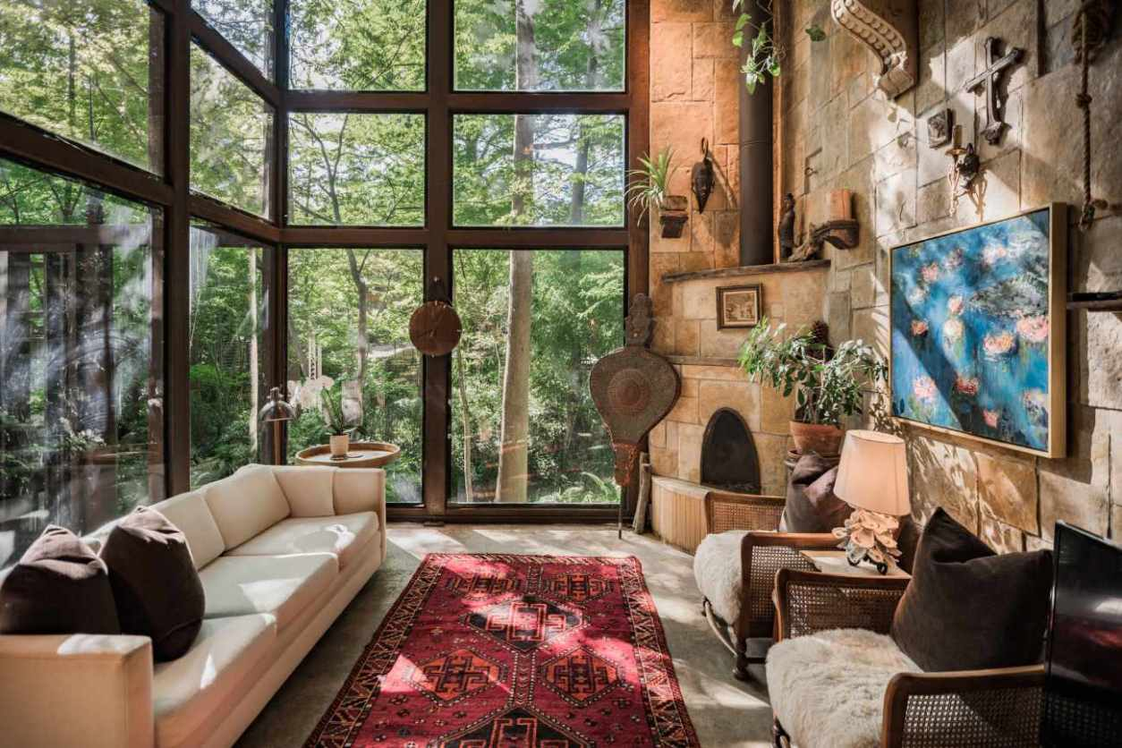 interior-of-the-extraordinary-treehouse-glamping-texas