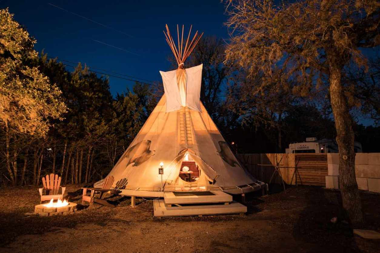 mystic-quarry-g2-cibolo-glamping-tipi-lit-up-at-night-glamping-texas