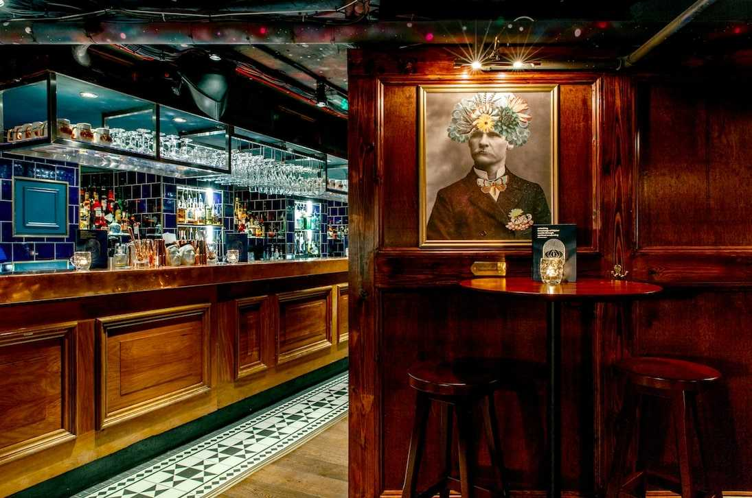table-and-bar-inside-the-escapologist