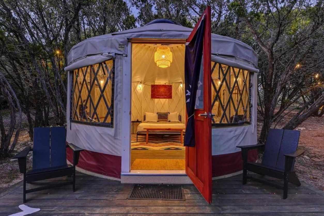 yurt-at-lucky-arrow-retreat-glamping-texas