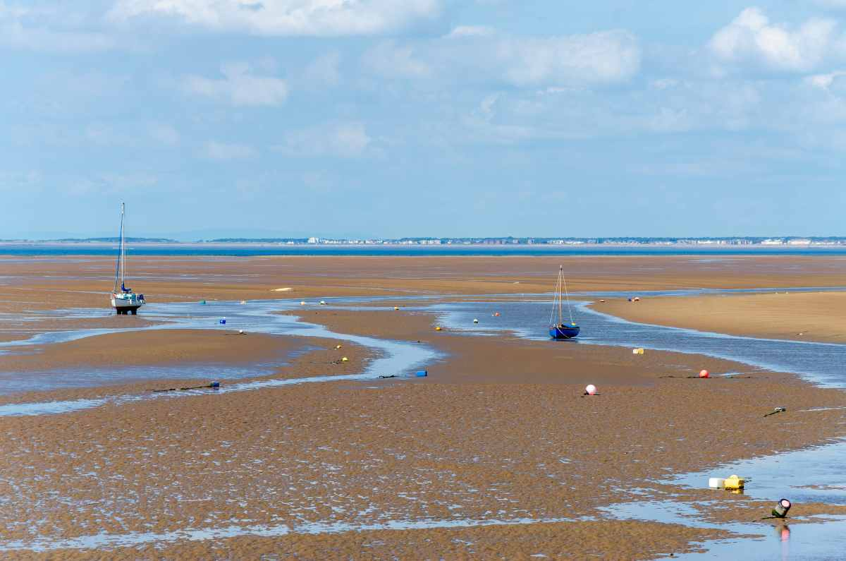 boats-on-meols-beach-on-sunny-day