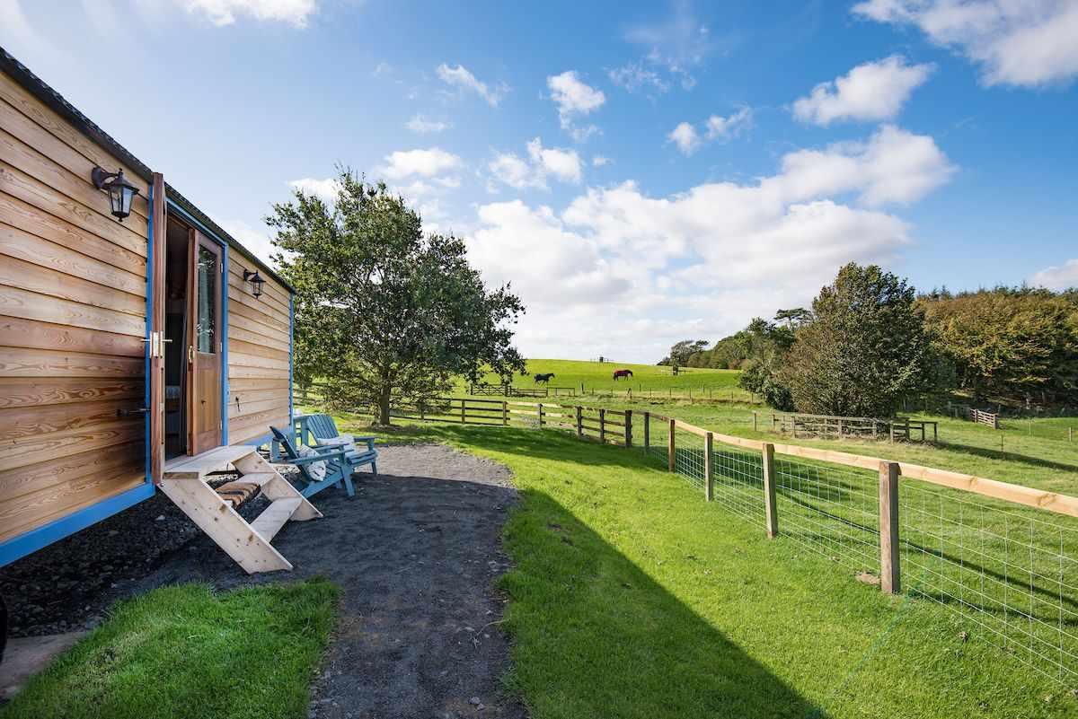 cow-parsley-shepherds-hut-at-crabtree-and-crabtree-northumberland-shepherds-huts