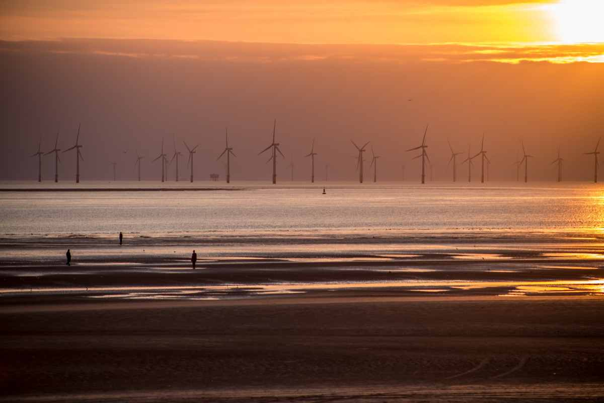 crosby-beach-at-sunset-overlooking-wind-turbines-beaches-in-liverpool