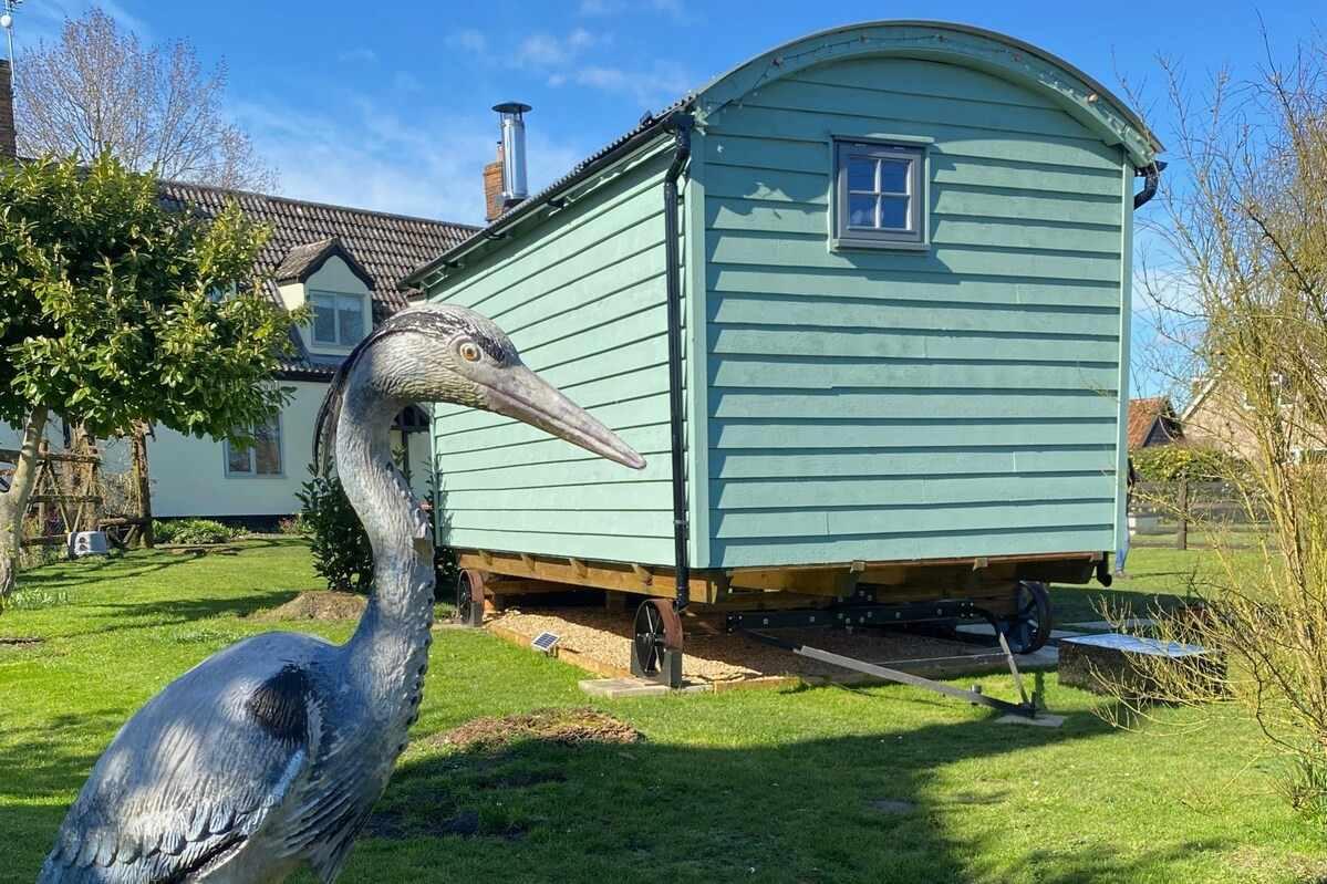exterior-of-briars-hut-norfolk-shepherds-huts
