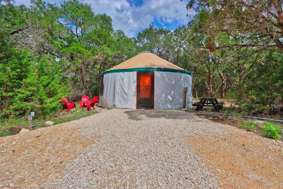exterior-of-the-driftwoods-yurt-on-sunny-day