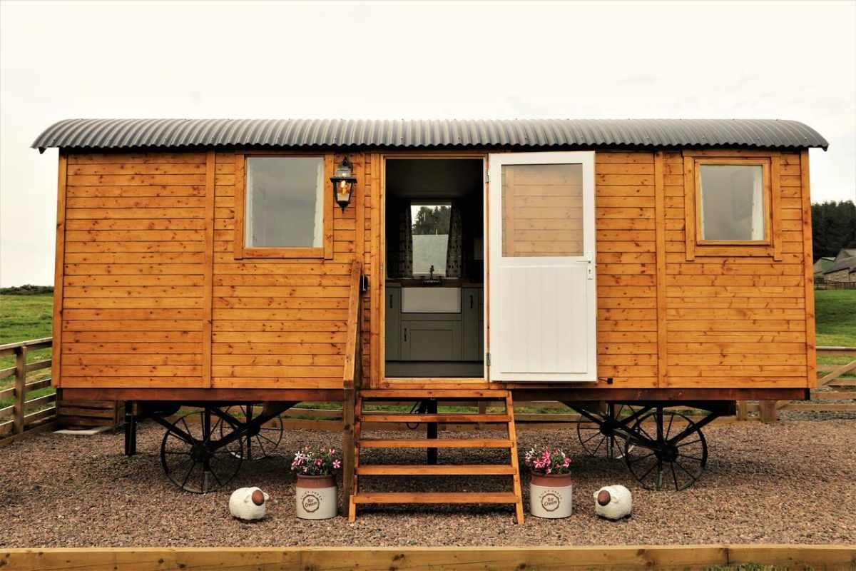 exterior-of-the-shepherds-hut-at-closehead-farm