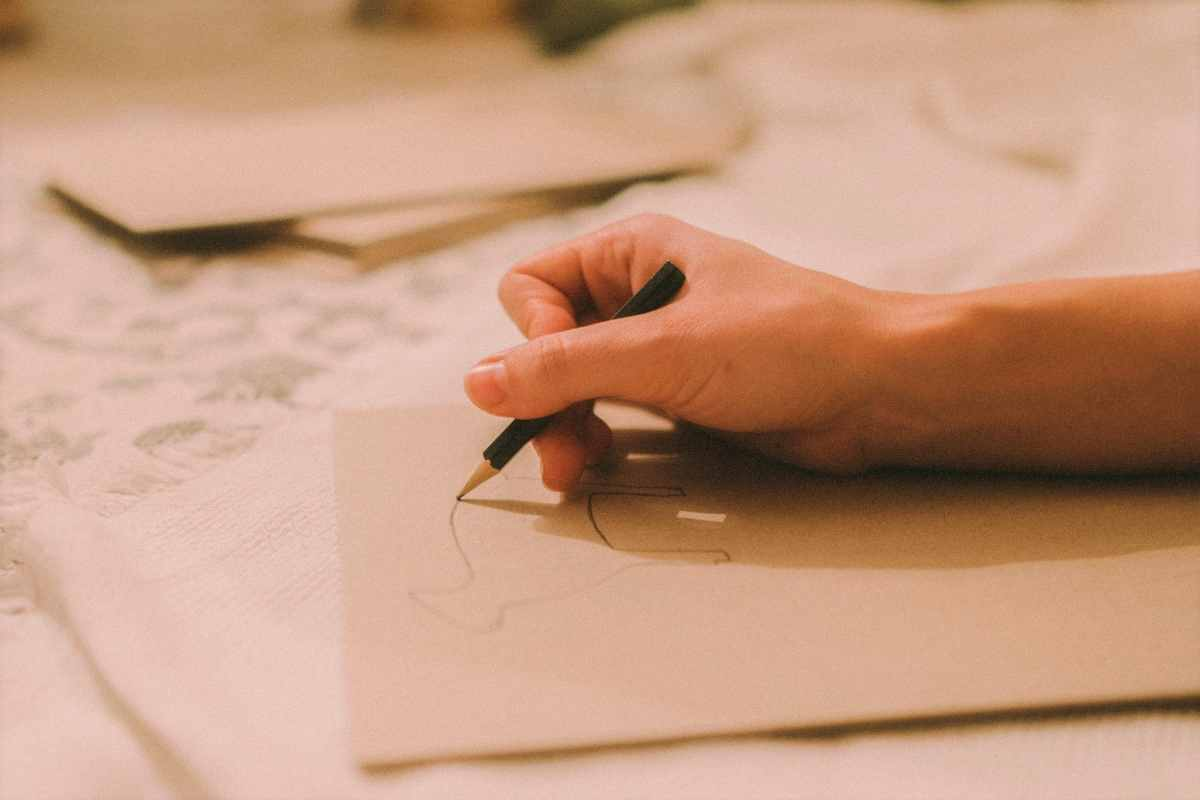 hand-drawing-an-animal-on-a-piece-of-paper