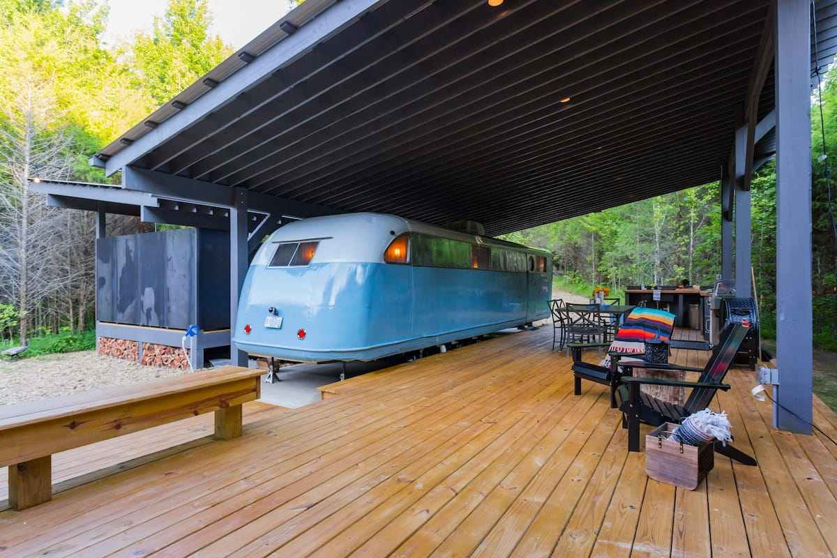 no-9-farms-blue-vintage-trailer-with-decking