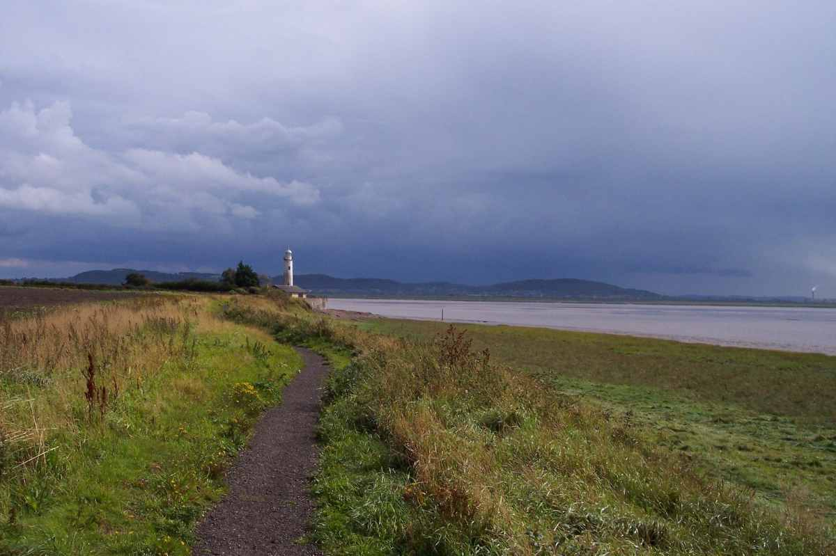 path-leading-towards-hale-head-lighthouse-walks-in-liverpool