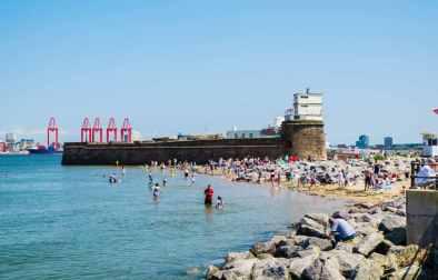 people-on-new-brighton-beach-beaches-in-liverpool