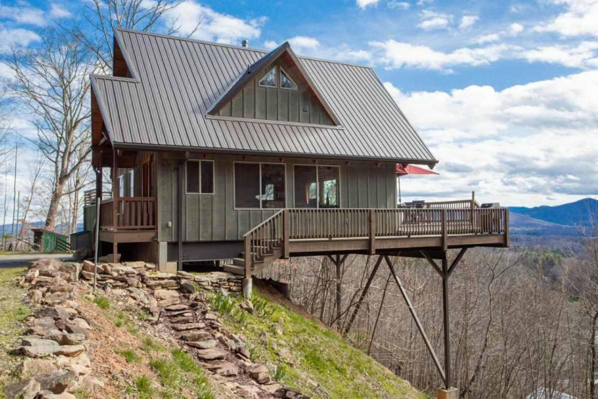 pisgah-view-mountain-retreat-lodge-on-edge-of-hill