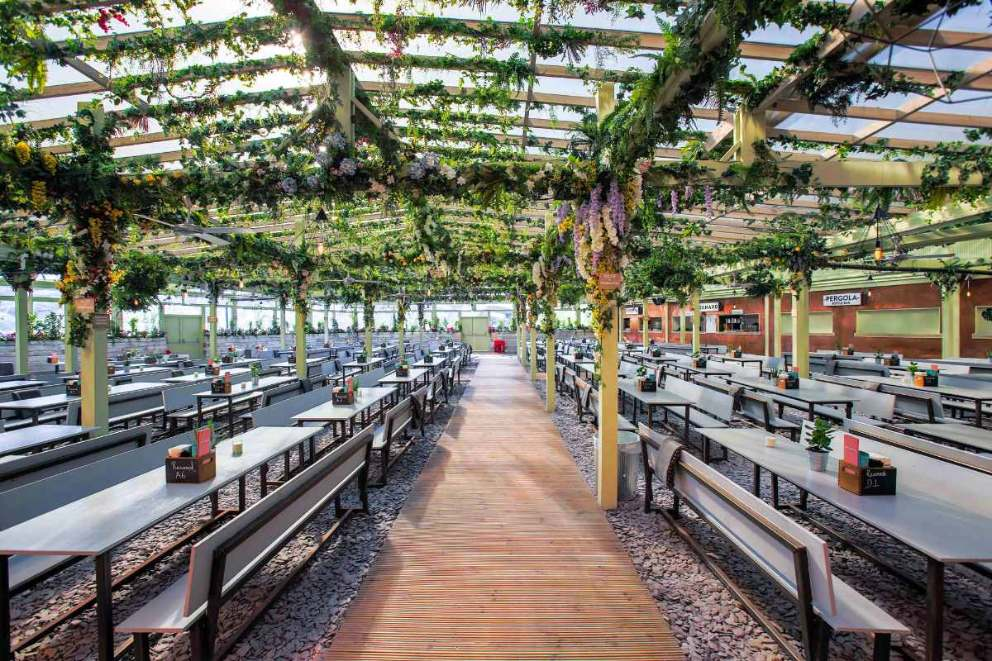 rows-of-outdoor-tables-and-benches-at-pergola-paddington