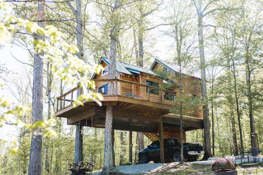 serenity-house-treehouse-in-forest-glamping-tennessee