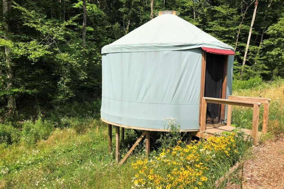 seven-springs-retreat-yurt-by-woodland