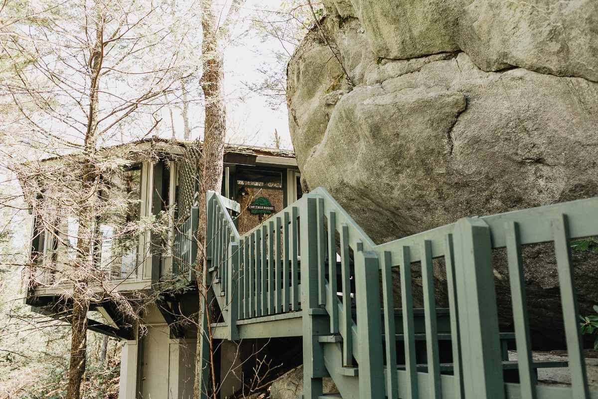 steps-leading-up-to-hound-ears-treehouse